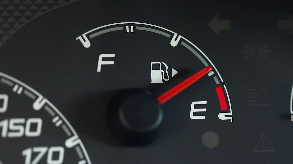 aguja de la gasolina sube y baja